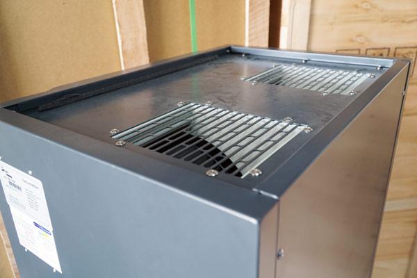 Cửa xả gió khô của máy hút ẩm Fujie HM-180N