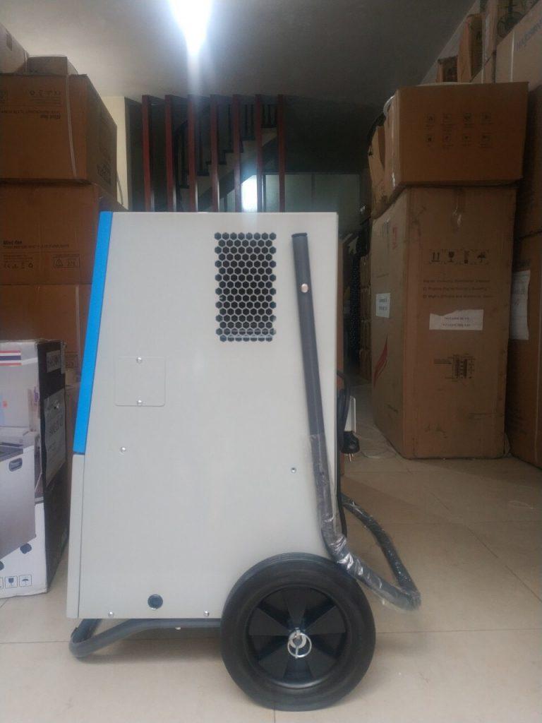 Phía bên của máy hút ẩm công nghệ Harison HD-60B